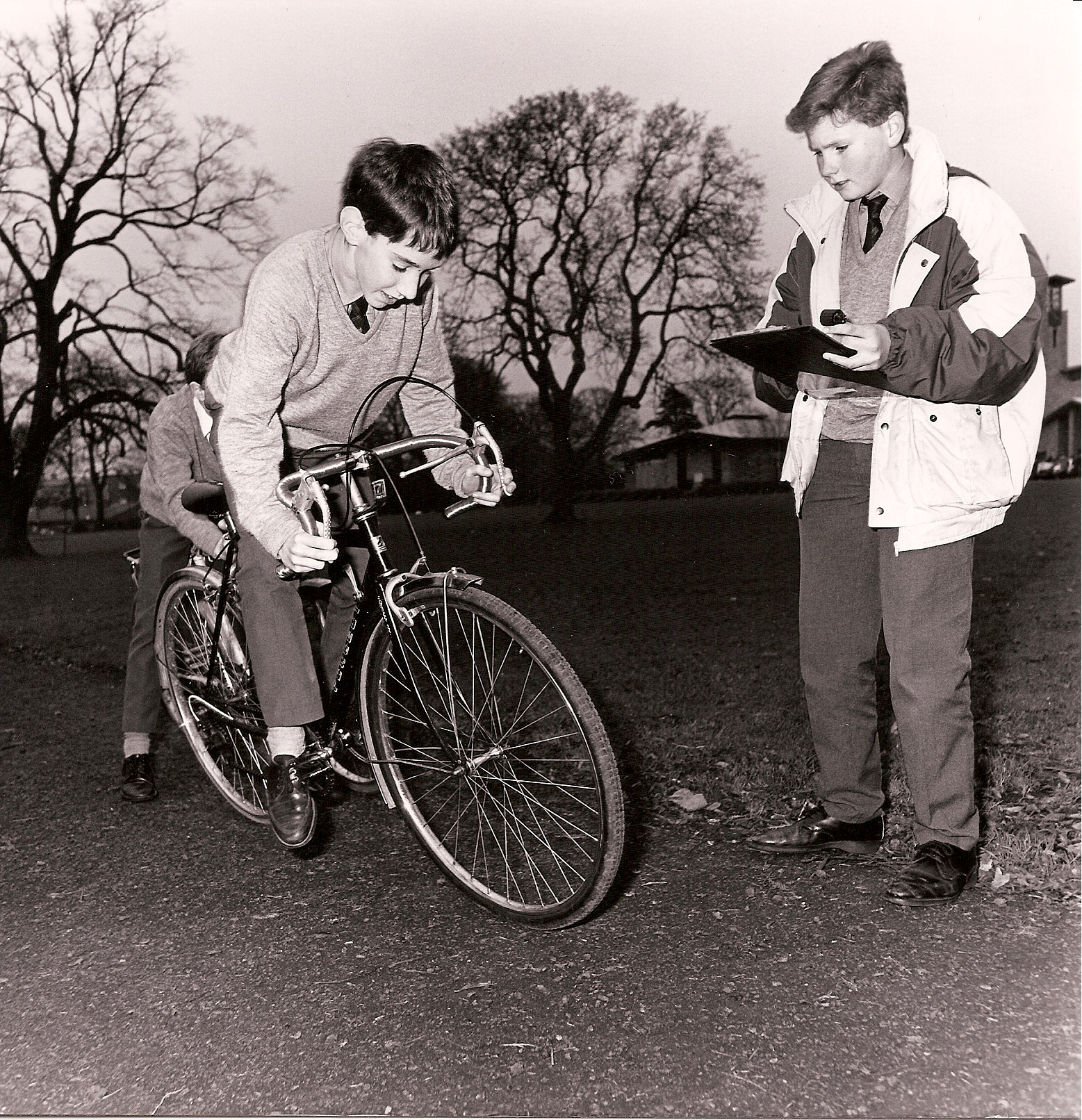1989 Effects of Road Surface on Stopping Distance of Bicycles - Eoin Lawless & Damien Byrne - Gonzaga College, Dublin