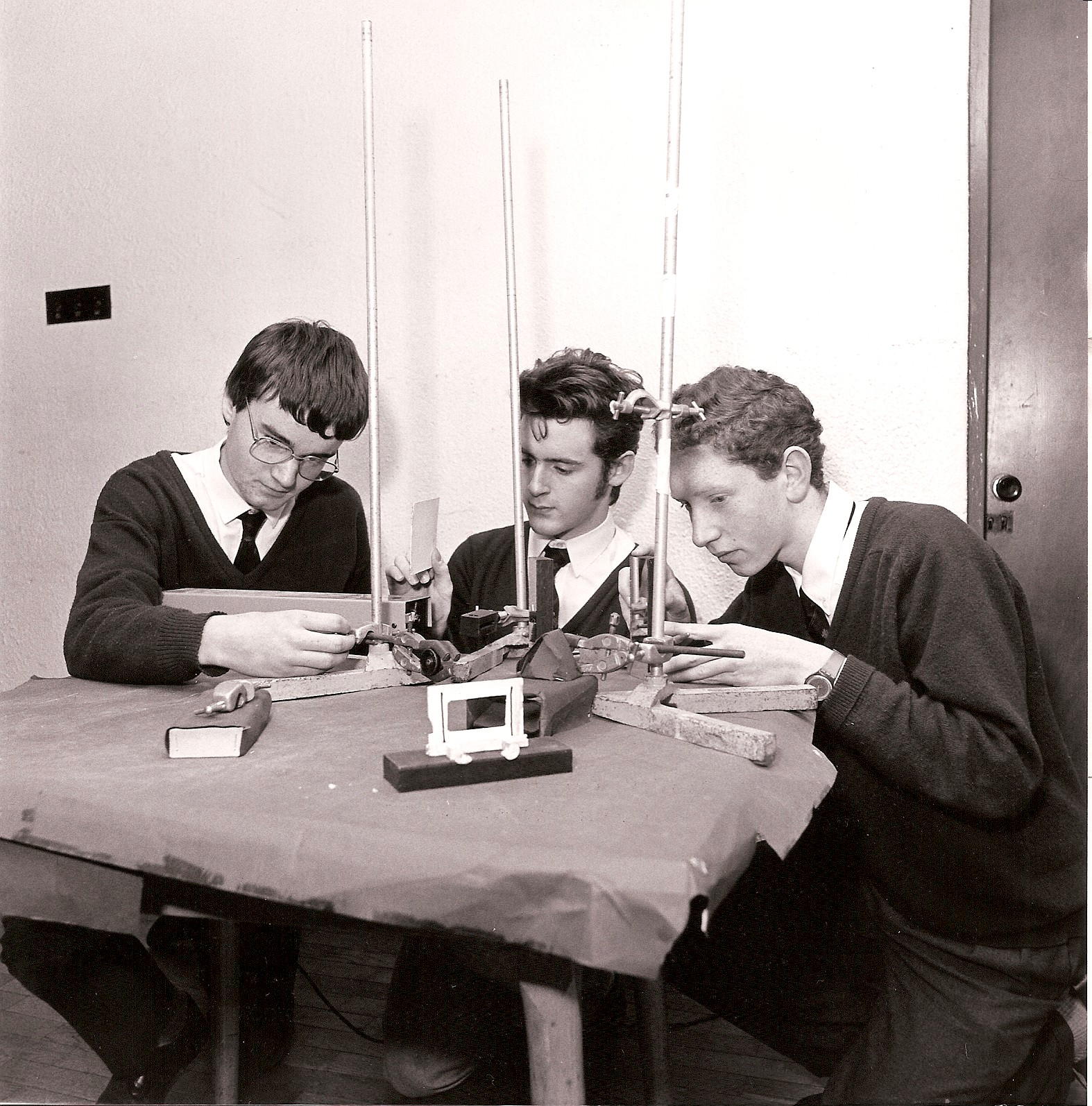 1989 Holographic Images of Optical Instuments - Conor Masterson, Eoin Moore & John Cass - Gonzaga College, Dublin